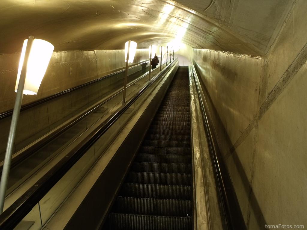 Largas escaleras mec nicas for Escaleras largas